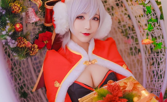 Festive Riven Cosplay Hops to It