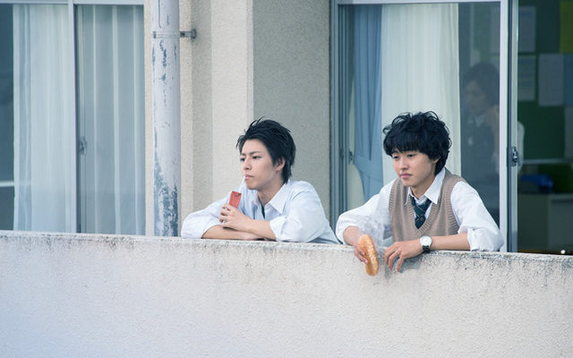 Live-Action One Week Friends Film's 2 New Stills Show Yūki, Shōgo During Lunch Break