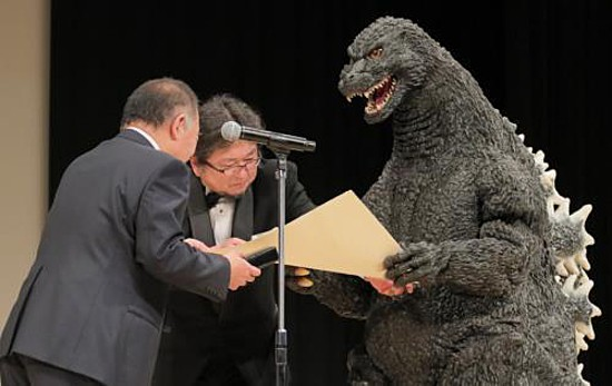 Original Godzilla, Director Higuchi Accept Shin Godzilla's Blue Ribbon Film Award